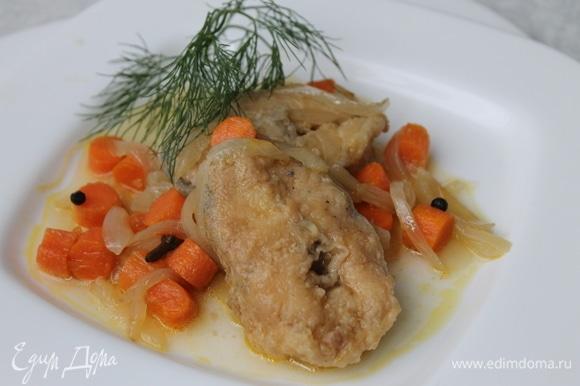 Рыбу подают на праздничный стол как холодную закуску. Но почему бы не устроить себе праздник и в будние дни? Приятного аппетита, наслаждайтесь!