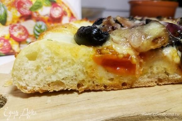 Благодаря муке для итальянской пиццы MAKFA тесто, как видно на срезе, получилось просто великолепным! Съедается все до последней крошки! Buon appetito!