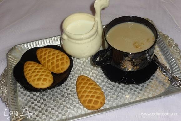 Вкусный и полезный напиток готов. По вкусу можно добавить сахар или мед. Подавать с любимой выпечкой или сладостями. Угощайтесь! Приятного аппетита!