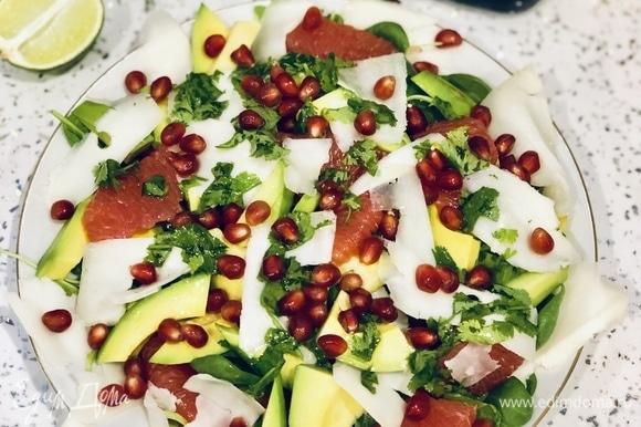 Сверху салат можно посыпать зернами граната. Приятного аппетита!