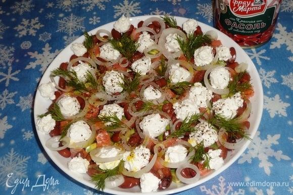 Наш салат готов. Подать его на праздничный стол. Всем приятного аппетита! С Новым годом!