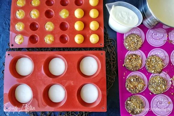 Все составляющие для десерта готовы, можно его формировать.