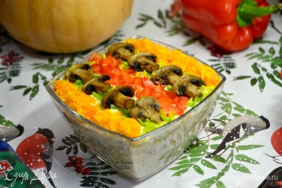 Такой салат порадует всех тех, кто следит за своим режимом питания и здоровьем, особенно в праздничные дни!