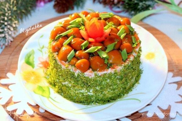 Оставить торт-салат для пропитки в холодильнике на 1–2 часа. Приятного аппетита! С наступающим Новым Годом!