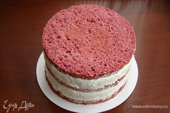 Таким образом собранный торт поставить в холодильник для стабилизации крема и пропитки бисквита.