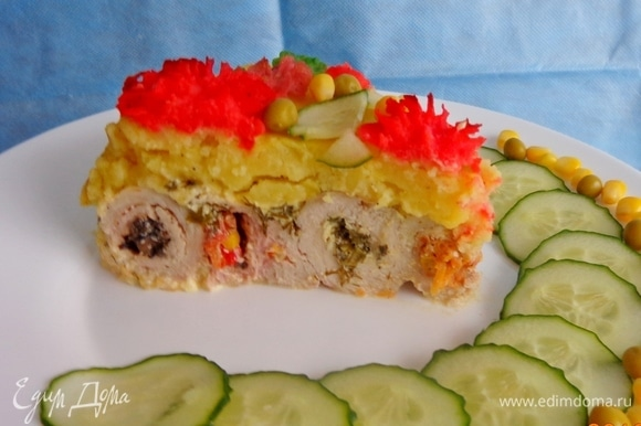 Разрезать торт на порции и звать всех к столу. Новогодний фейерверк запущен! С Новым годом! Ура!