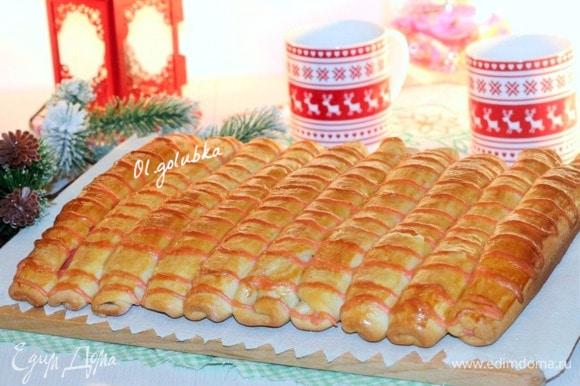 Выпекаем булочки в хорошо разогретой духовке минут 30–40 до румяной корочки. Готовые булочки накрываем полотенцем и охлаждаем. Приятного аппетита!