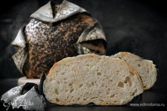 Готовый хлеб охладить на решетке.