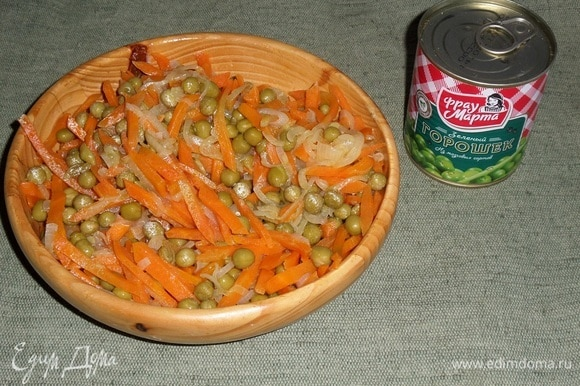 Перемешиваем овощную массу.