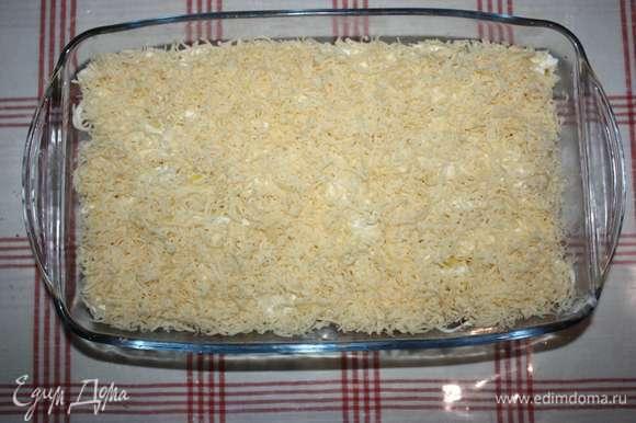 Верхний слой — натертый на мелкой терке сыр.