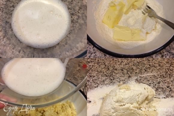 Дрожжи и сахар растворить в теплом молоке. Муку (250 грамм) просеять в миску, добавить масло комнатной температуры и перетереть вилкой. Затем в муку добавить молоко, перемешать и добавить остаток муки. Рабочую поверхность посыпать мукой, переложить тесто и замесить его.