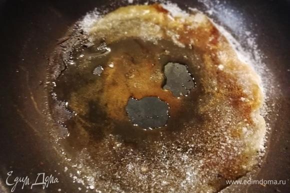 Параллельно делаем сухую карамель из сахара.