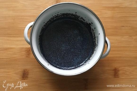 Для начинки смешать мак, сахар, крахмал и молоко. На медленном огне проварить до загустения.
