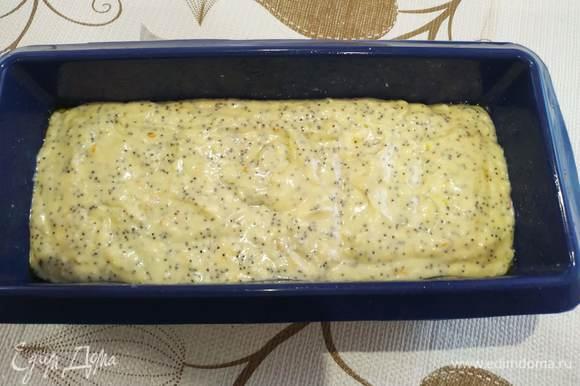 Выливаем тесто в форму.