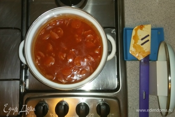 После чего выключить конфорку и оставить суп, закрыв его крышкой, минут на 5, и все — после этого суп готов. Приятного аппетита!