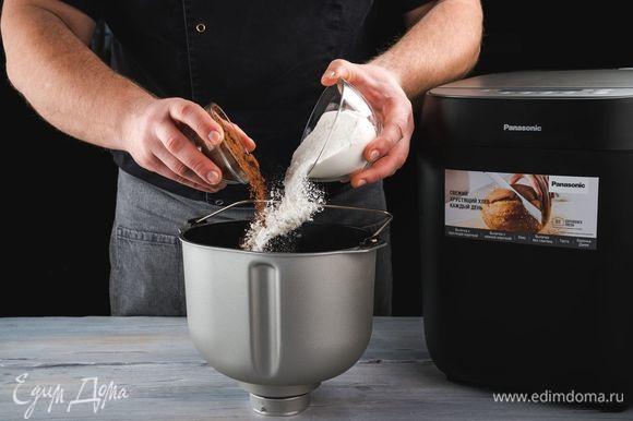 Затем — рисовую муку с разрыхлителем, какао-порошок. Обязательно соблюдайте указанную последовательность добавления ингредиентов.