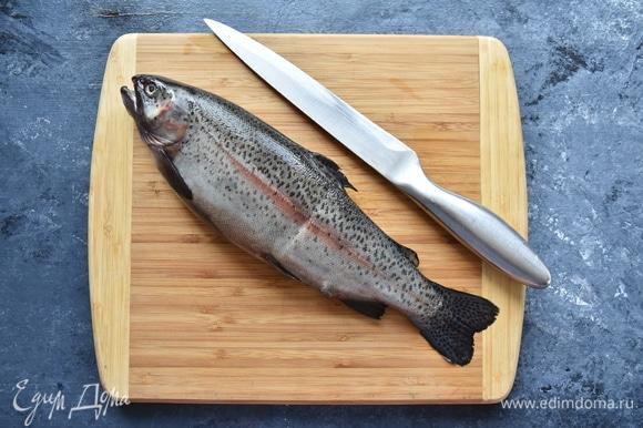 Для кальи я подготовила небольшую форель (около 1 кг). Можно использовать несколько видов рыбы.