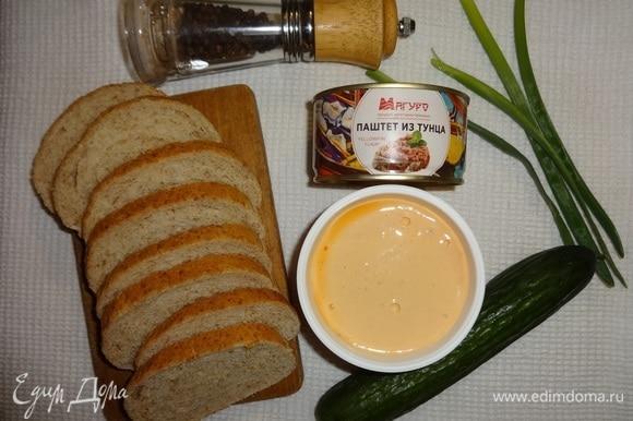 Подготовить продукты, необходимые для приготовления тостов.