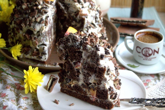 Пропитанный тортик хорошо держит форму, легко нарезается.