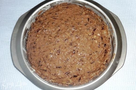 Верхний блинчик также смазать кремом. Поставить блинный торт в духовку, разогретую до 180°C, на 10 минут.