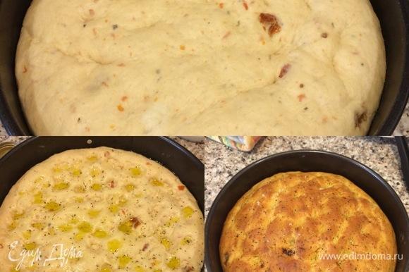 Духовку нагреть до 200°C. Спустя указанное время сделать на хлебе пальцами ямочки, полить оливковым маслом, посыпать крупной солью, специями и выпекать 30–40 минут.