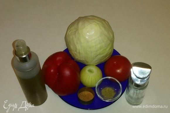 Вот ингредиенты, необходимые для приготовления этого салата. В перечне ингредиентов я указала приправу для салатов, вы можете использовать любую приправу, которая вам нравится. Сушеные хлопья помидоров я измельчила в мельнице до состояния порошка.