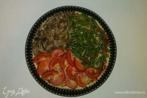 Затем выкладыаем на соус кусочки помидора, шампиньоны и фасоль. Разогреваем духовку до 200°C и выпекаем в ней пиццу 20 минут (время выпечки зависит от духовки). Все, пицца готова. Приятного аппетита!