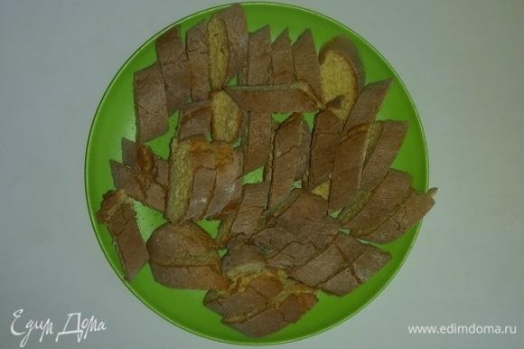 Затем печенье кладем на тарелку и даем полностью остыть. После чего убираем в жестяную коробку. Печенье хорошо сохраняется в жестяной коробке, закрытой крышкой. Из этого количества получается две большие банки с печеньем. Приятного аппетита!