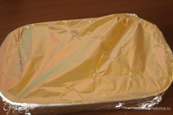 Закрываем фольгой и маринуем 5–10 минут. Включаем духовку на 170–180°C.