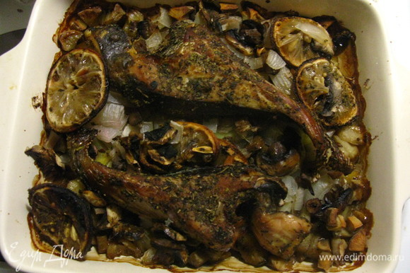 Блюдо выходит невероятно насыщенным. Особенность рыбки в очень тонком специфическом аромате. Вкуснее всего есть в горячем виде, но и в холодном тоже вкусно, причем косточки тоже съедобны, поэтому блюдо подходит даже для деток — не нужно заботиться о том, что «манюня» ваша, не дай бог, проглотит косточку. Приятного всем аппетита!