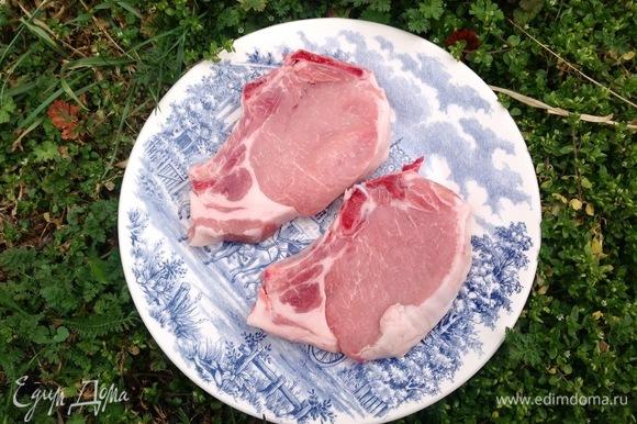 Свиные отбивные должны быть хорошего качества, от этого зависит результат готового блюда.