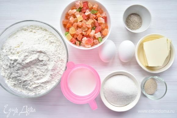 Подготовить продукты для приготовления пасхальных веночков: муку, молоко, сахар, соль, дрожжи быстродействующие, цукаты, яйца, сливочное масло, ванильный сахар.