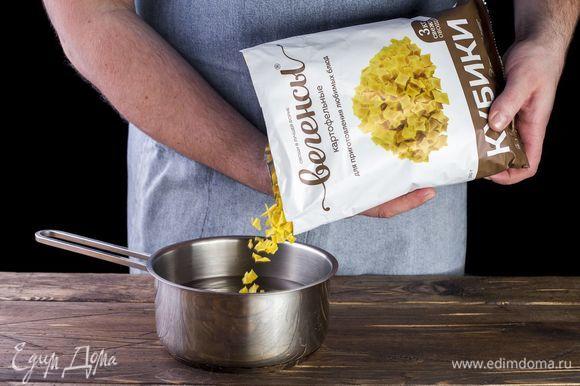 Отварите картофельные вегенсы до готовности в течение 20 минут.