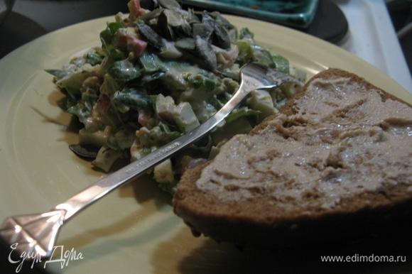 Очень вкусно перед подачей на стол добавить семечки. И с ржаным темным хлебом — самое то! Всем приятного!