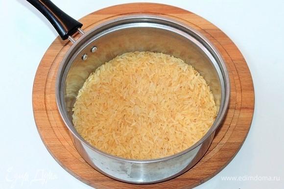 Отварить рис согласно инструкции.