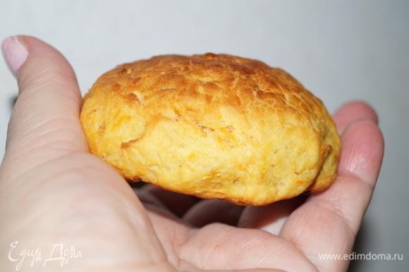 Мягкие, ароматные печенья. Храните в закрытой посуде, тогда полежавшие, остывшие они станут еще мягче и вкуснее.