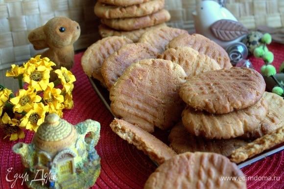 Печенье сложить в коробку, и можно перевозить. Можно приготовить заранее. Печенье постоит и станет вкуснее!