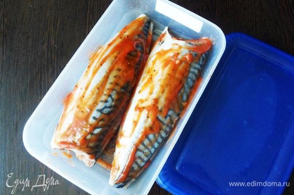 Сложить филе рыбки и оставить мариноваться на 2–3 часа.