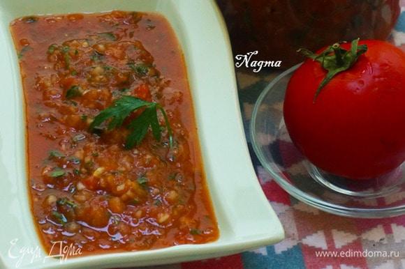 Поставьте соус в холодильник примерно на час, чтобы все ингредиенты настоялись. Хранить в холодильнике в герметичной емкости до 3 дней. Приятного аппетита!