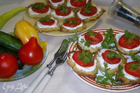 Украсить блюдо зеленью петрушки и подать к столу на завтрак. Угощайтесь! Приятного аппетита!