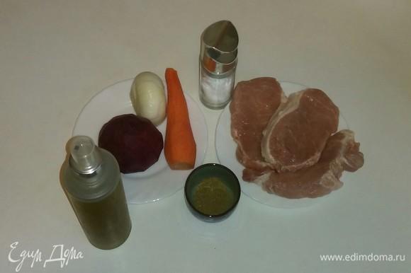 Вот все необходимые ингредиенты для приготовления этого блюда. В их перечне указана приправа для мяса, вы можете использовать любую приправу, которая вам нравится. Для этого блюда свекла, морковь и лук используются в сыром виде. Чистим овощи и приступаем к приготовлению.
