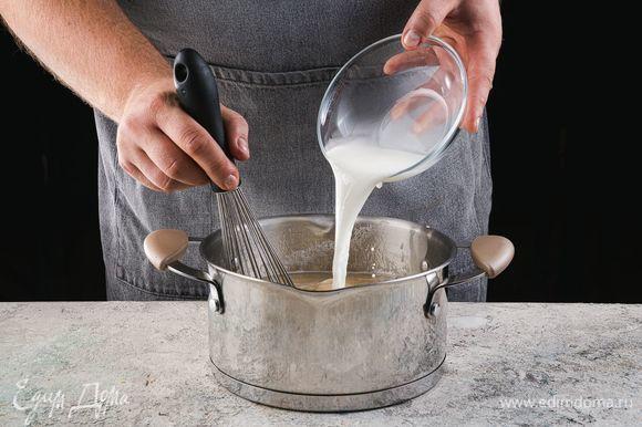 В горячее пюре введите крахмал, предварительно растворенный в воде, аккуратно помешивая.