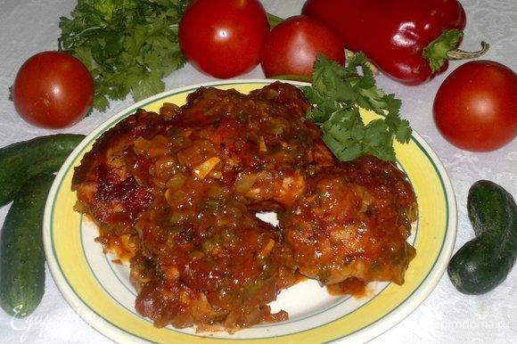 Подавать бедра горячими с любимым гарниром или салатом из свежих овощей. Угощайтесь! Приятного аппетита!