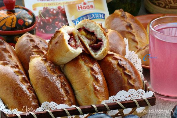 И теперь можно наслаждаться ароматными, мягкими как пух пирожками со вкусным вишневым киселем Haas! Приятного аппетита!
