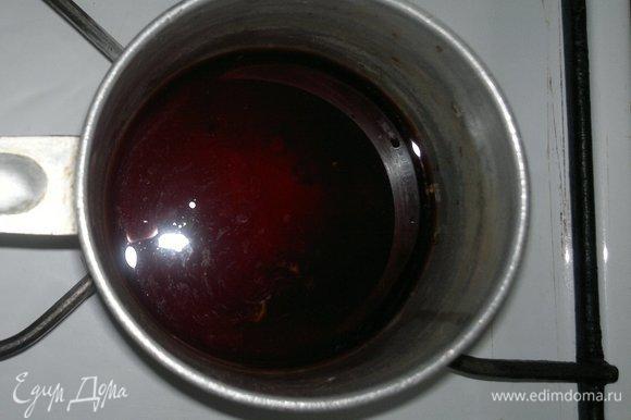 Оставшийся сироп вылить в сотейник и уварить до густоты.