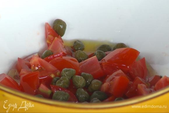 Выдавить в миску сок половины лимона, добавить оливковое масло и каперсы, посолить.