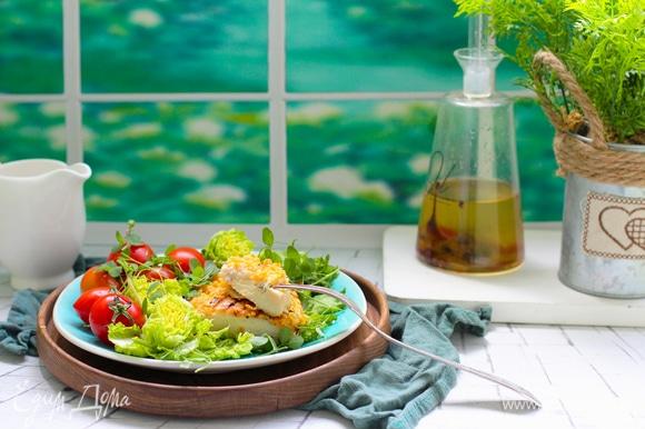 Подавать со свежими овощами и листовым салатом.