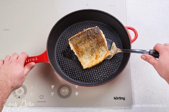 Разогрейте сковороду на индукционной варочной поверхности Körting HIB 64760 BB SMART. Добавьте немного масла и обжарьте до готовности с двух сторон.