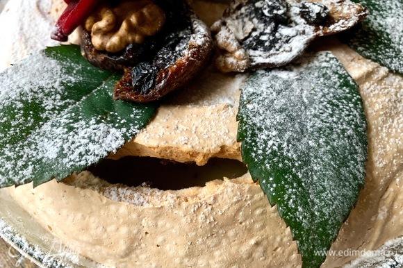 Трещинки никак его не портят, а лишь дополняют красоту домашней выпечки.