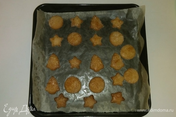 Спустя 7–8 минут печенье готово. Я храню его в жестяной банке под закрытой крышкой. Приятного аппетита!
